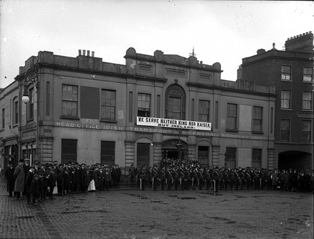 Irish_Citizen_Army_Group_Liberty_Hall_Dublin_1914