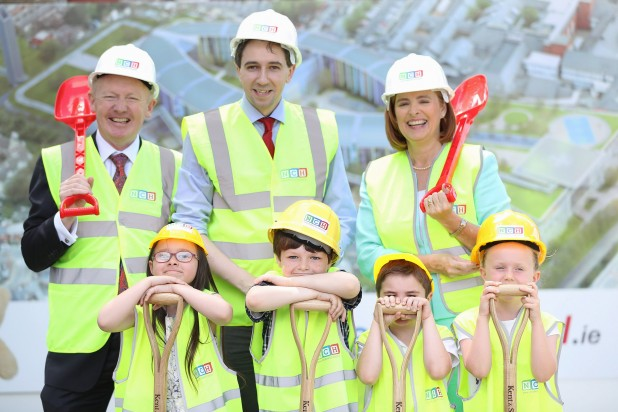 NO FEE PIC 20/06/16 Maxwell Photography New Childrens Hospital at St James Hospital Dublin first phase of construction begins . Minister for Health Simon Harris TD joins children James Stack (9) Grace Cawley ( 8) Adam Kelly (5) and Matilda Kiernan (7) and Eilish Hardiman CEO of the childrens Hospital Group (right) and John Pollock Project Director of the NPHDB (left) at the announcement and photocall to mark the beginning of construction at site of the new childrens hospital at St.James in Dublin. Maxwell Photography/ more info contact  Q4PR